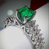 Anillo de Esmeralda y Diamantes en Oro Blanco